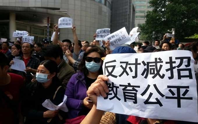 Gov't Assures Parents after Protests over Changes to University Admission Quotas